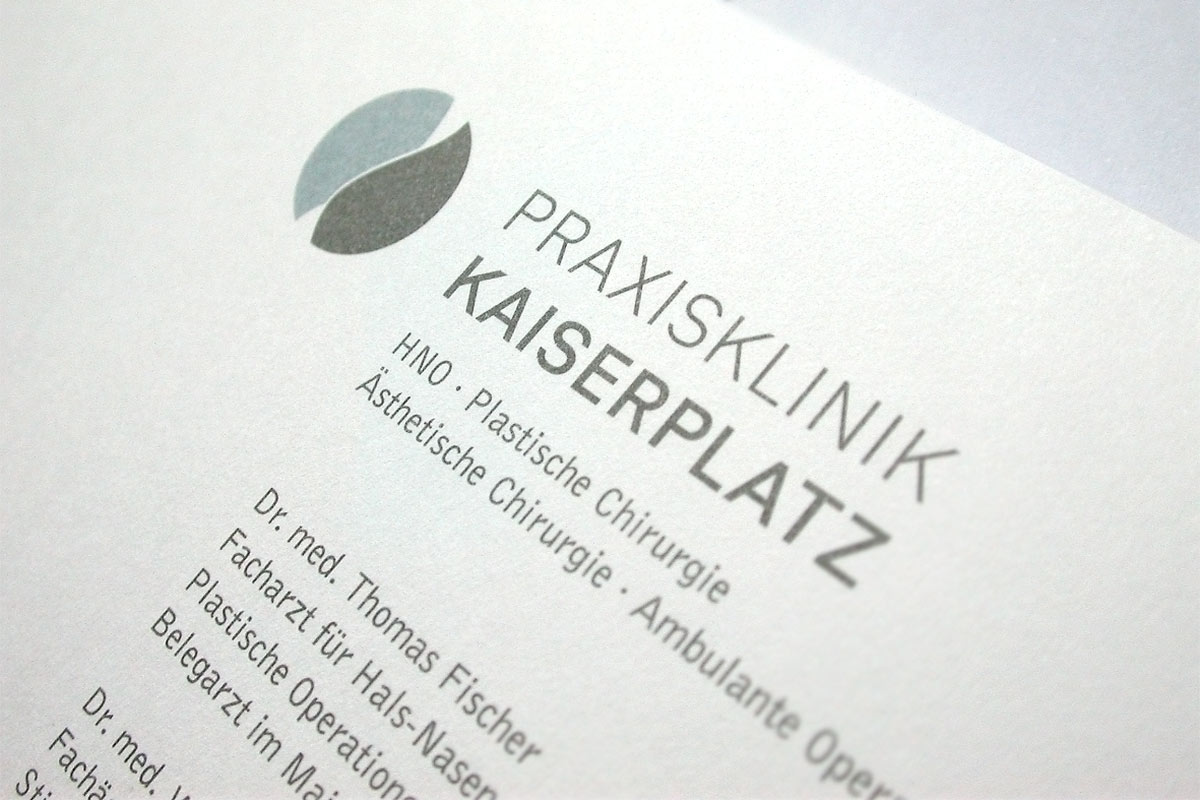 Praxisklink Kaiserplatz, Frankfurt. A project by Ippolito Fleitz Group – Identity Architects.