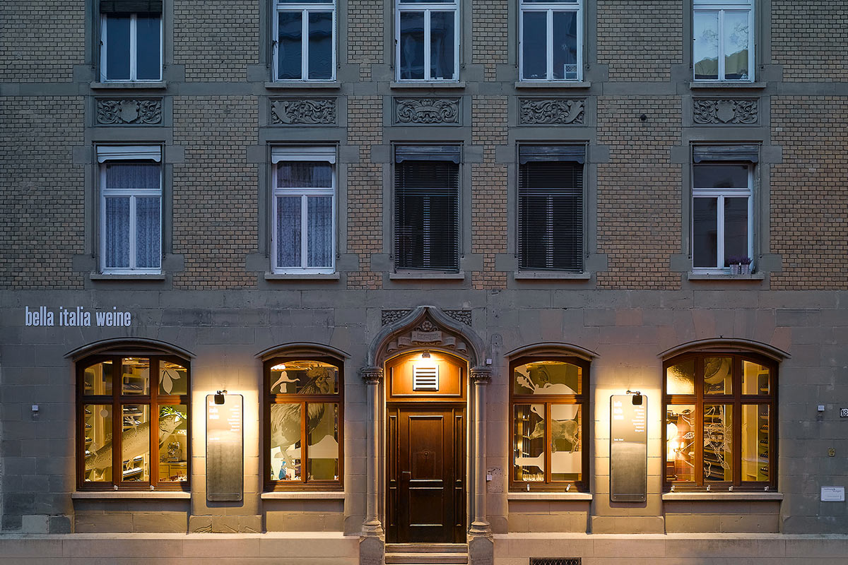 Bella Italia Weine, Stuttgart. A project by Ippolito Fleitz Group – Identity Architects.