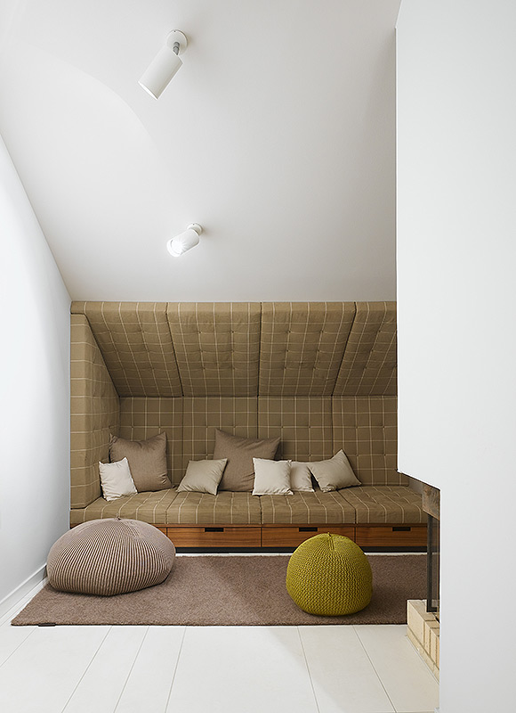 Apartment Sch, Stuttgart. A project by Ippolito Fleitz Group – Identity Architects, Seating.