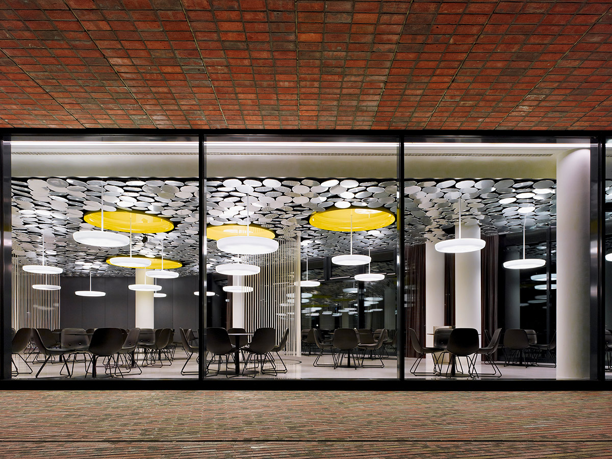 DER SPIEGEL canteen, Hamburg. A project by Ippolito Fleitz Group – Identity Architects.