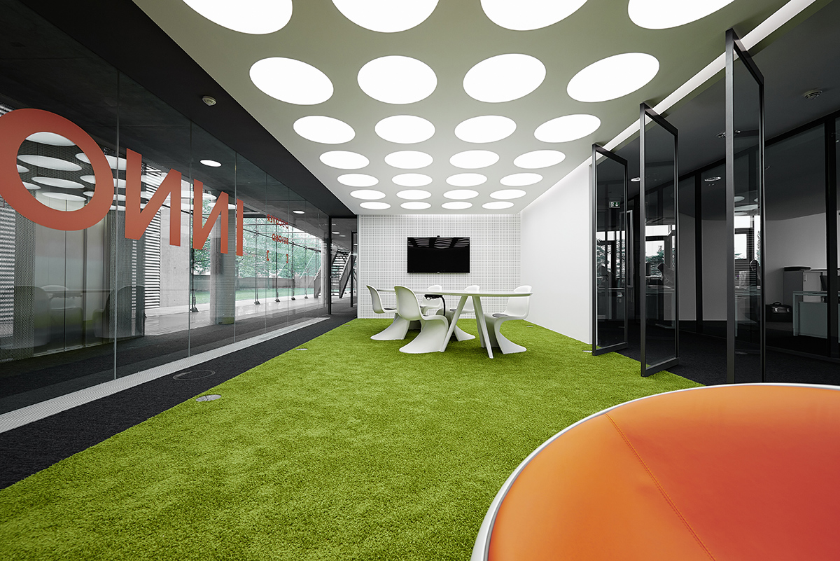 Innocean Headquarters Europe, Frankfurt. A project by Ippolito Fleitz Group – Identity Architects, Humour.