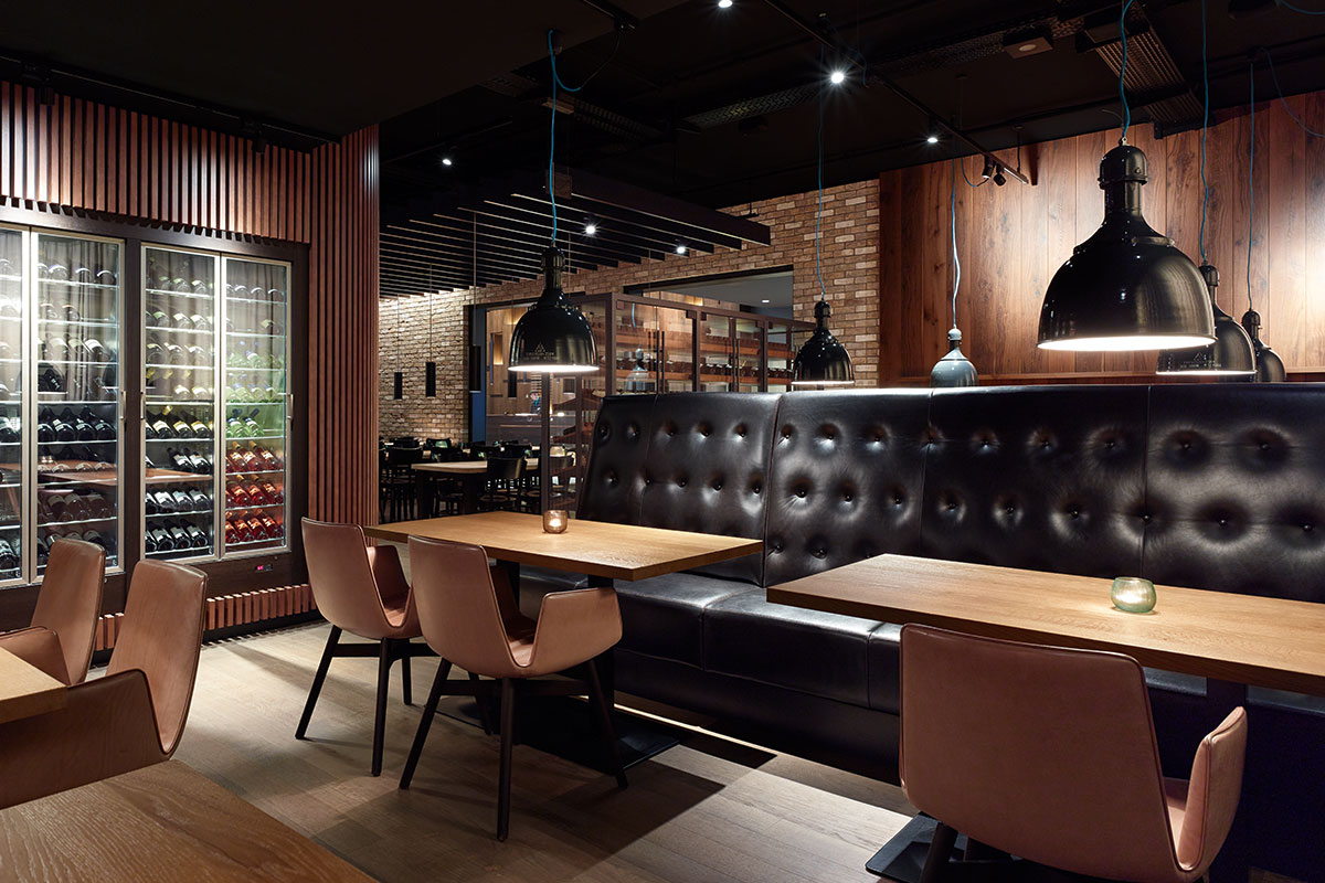 Motel One »Campus-Restaurant«, Munich. A project by Ippolito Fleitz Group – Identity Architects, Surfaces.